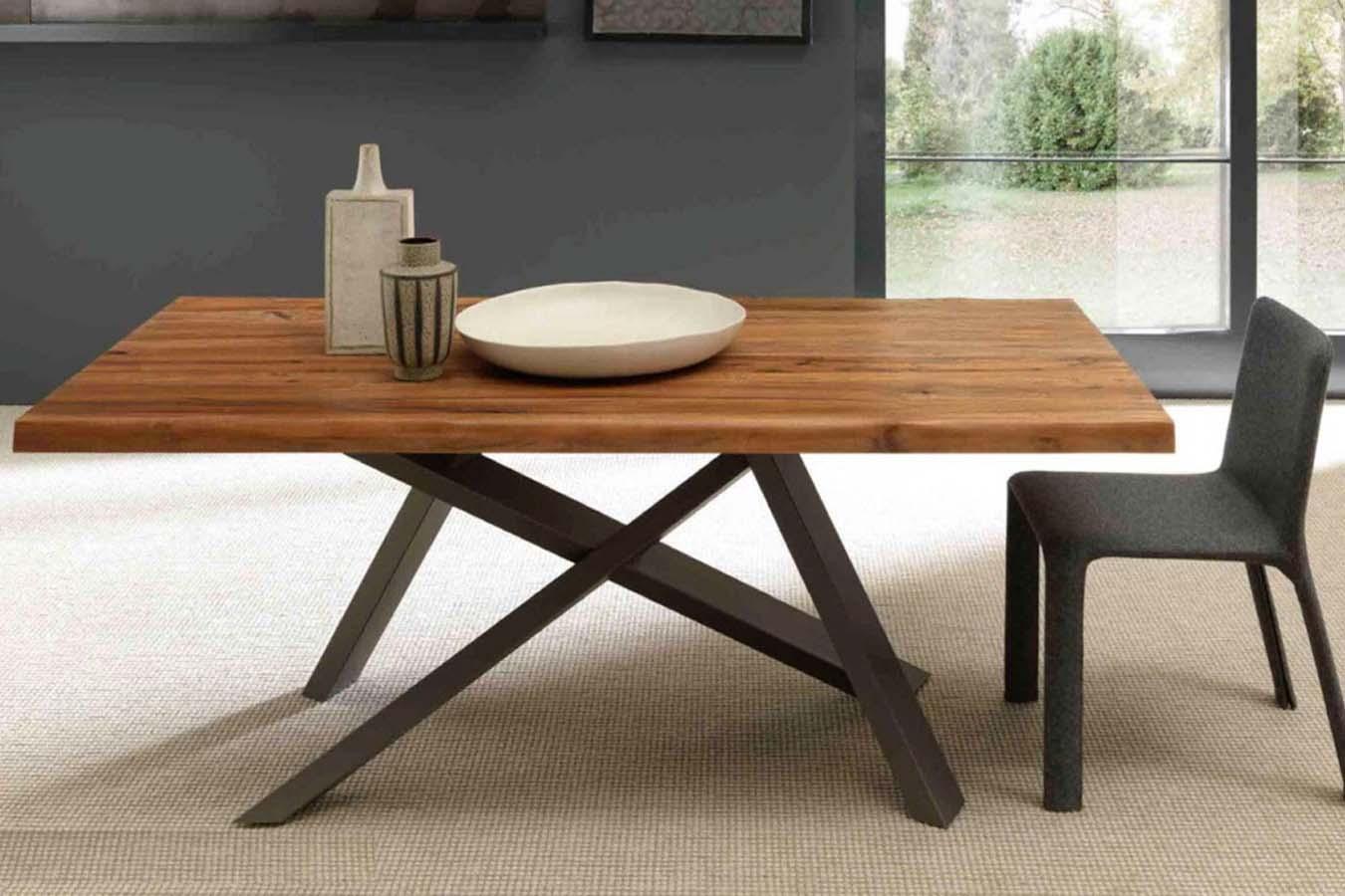 Tavolo Crossing in legno massello e metallo di FGF Mobili