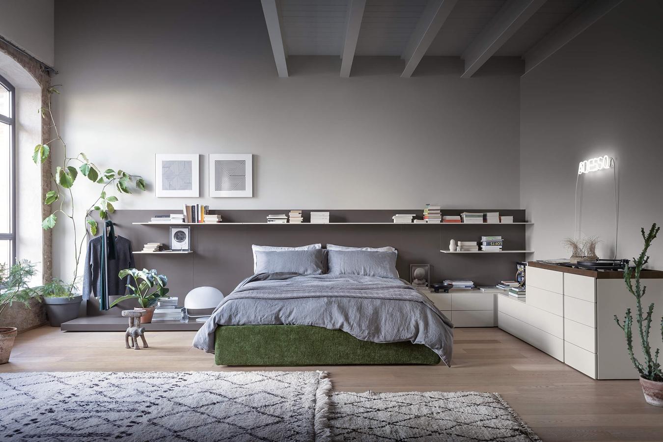 Easy System di Novamobili è un sistemna di contenitori e complementi per la camera da letto.