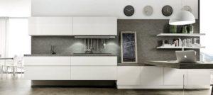 La cucina bianca ingrandisce gli spazi